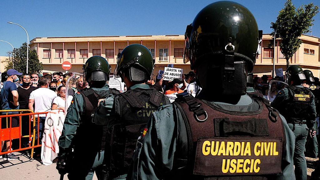 Vecinos de la Atunara y Guardia Civil, frente a frente