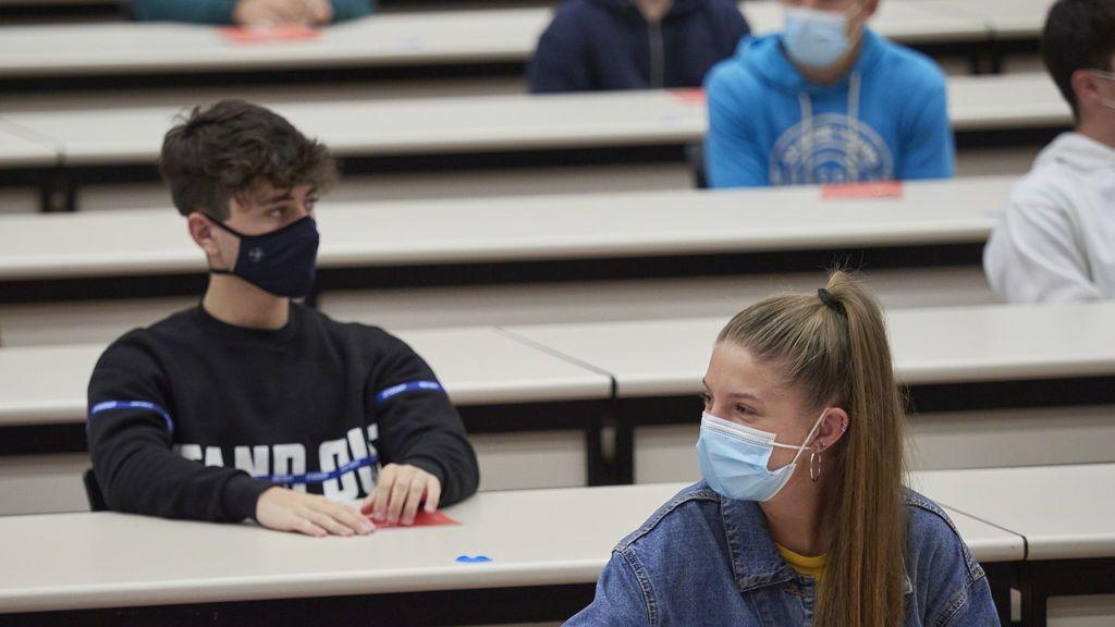 Los estudiantes vascos seguirán utilizando mascarilla en las aulas el próximo curso
