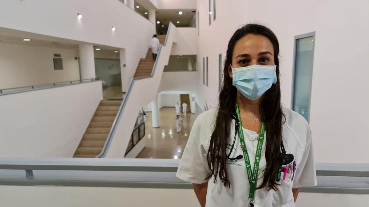 """Naya Faro, médica de infecciosos, 31 años: """"Tengo a pacientes graves más jóvenes que yo y eso impresiona"""""""