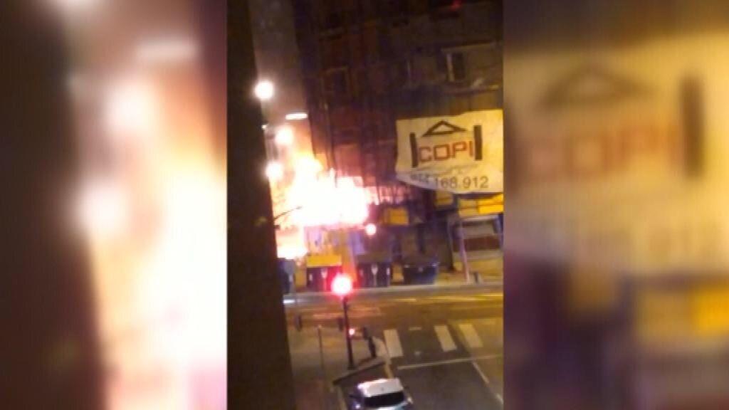 Una quema de contenedores en Bilbao pone en riesgo una residencia de ancianos