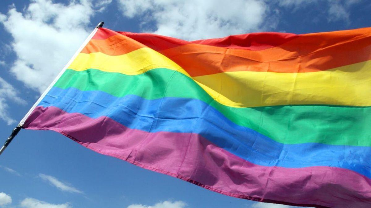 """Un joven denuncia en Tik Tok los insultos homófobos de sus compañeros de instituto: """"Están gritándome maricón desde que he salido de clase"""""""