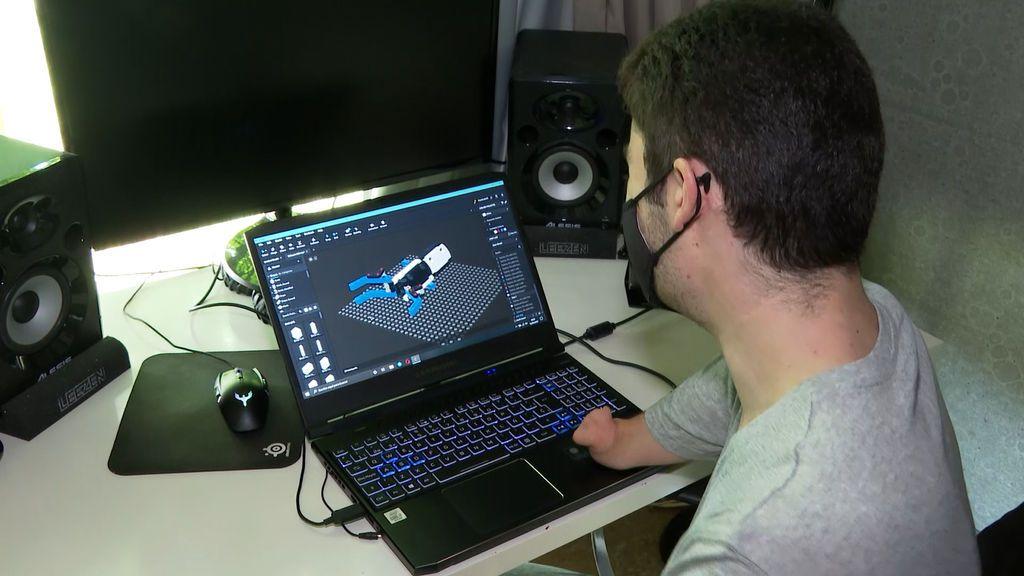 David, diseñando la prótesis de Beknur