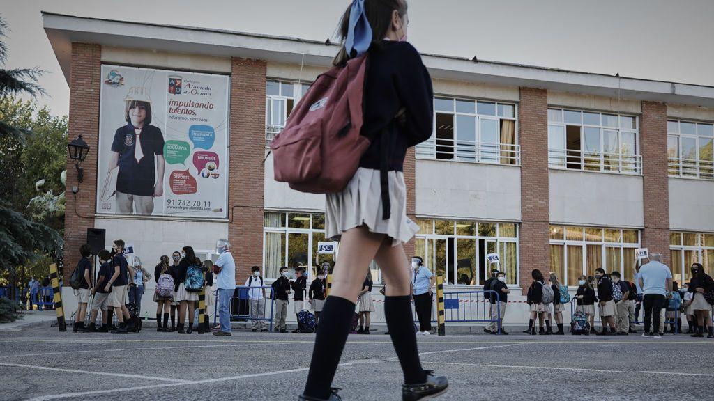 El Gobierno apuesta por clases presenciales con mascarilla y grupos burbuja en los colegios e institutos el próximo curso