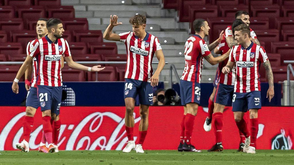 Los jugadores del Atlético celebran el gol de Correa a la Real Sociedad.