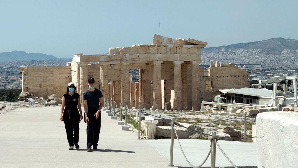 Grecia se prepara para recibir a turistas con vacunas y test rápidos