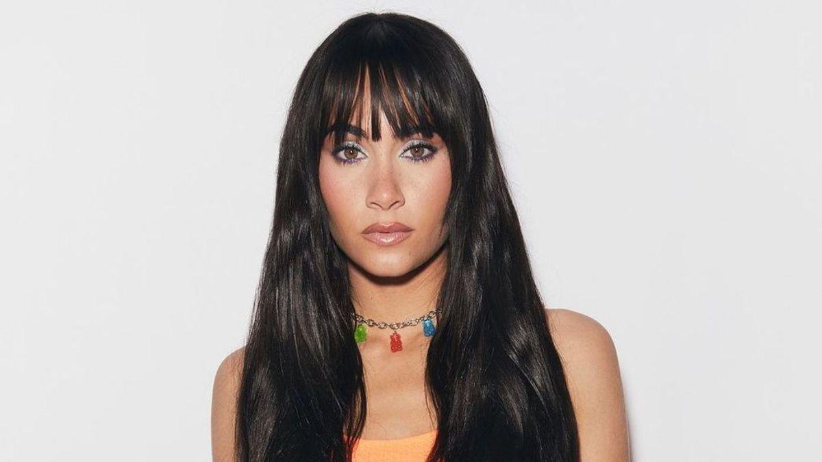 """Aitana sorprende con un look inspirado en uno que llevó Cher hace 47 años: """"Estilo Pocahontas"""""""