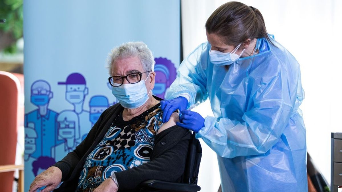 Dos nuevas muertes por coronavirus en residencias catalanas donde había trabajadores no vacunados