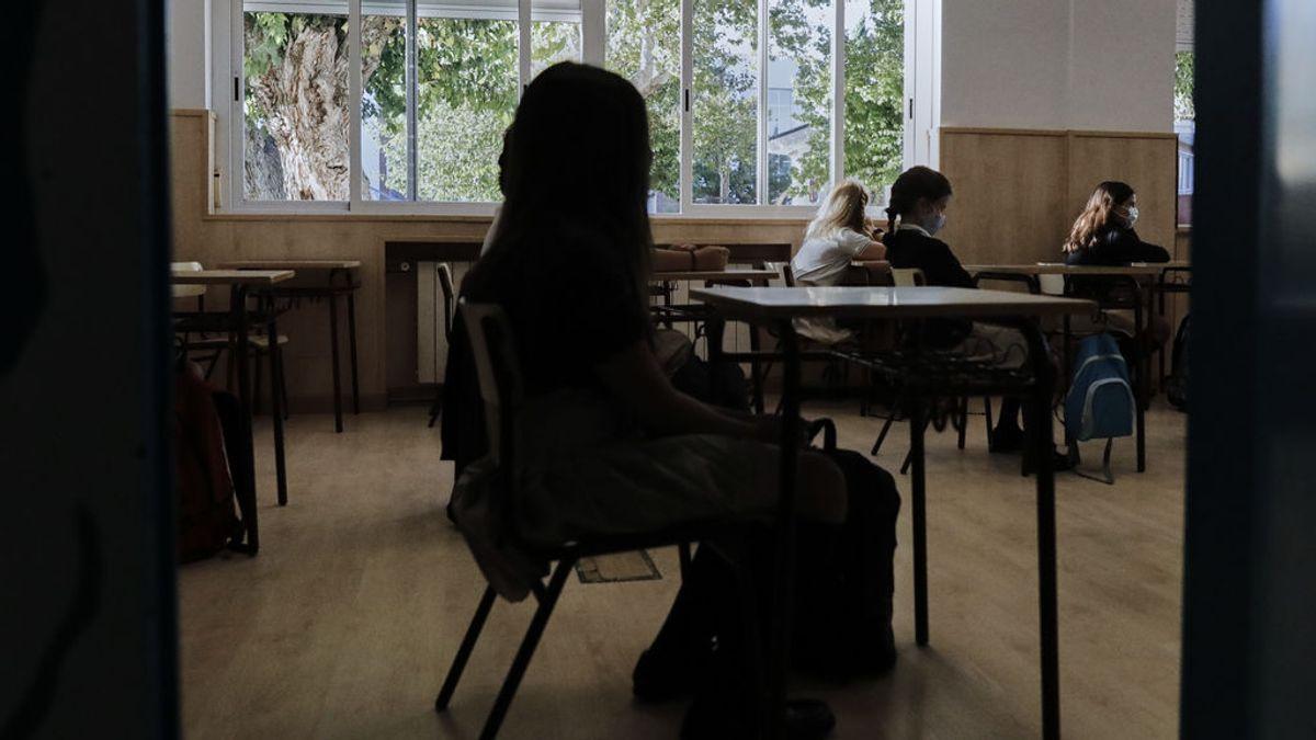 La comunidad educativa pide contratar más profesores para bajar ratios si se reduce el distanciamiento a 1,2 metros