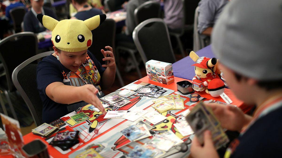 """La """"fiebre"""" por las cartas Pokémon: los supermercados Target las retiran del catálogo por """"precaución"""""""