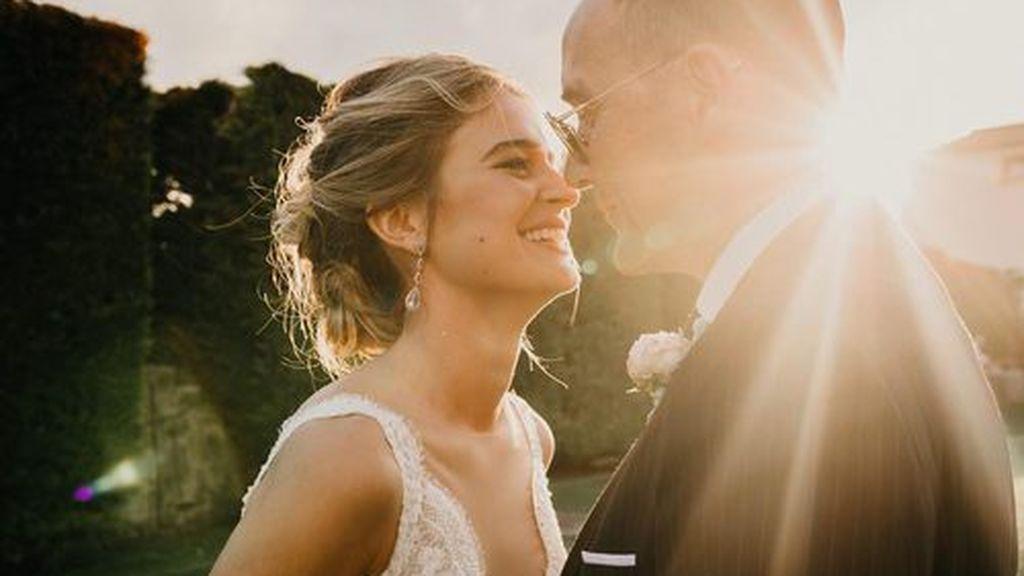 Para su boda, Laura escogió un recogido cardado.