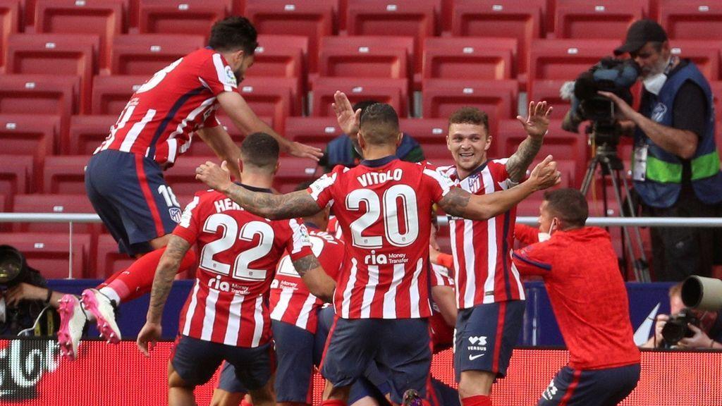 Luis Suárez mantiene al Atleti en lo alto de La Liga (2-1)