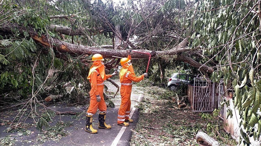 """El ciclón """"extremadamente severo"""" Tauktae golpea India con vientos de 200 kilómetros por hora"""