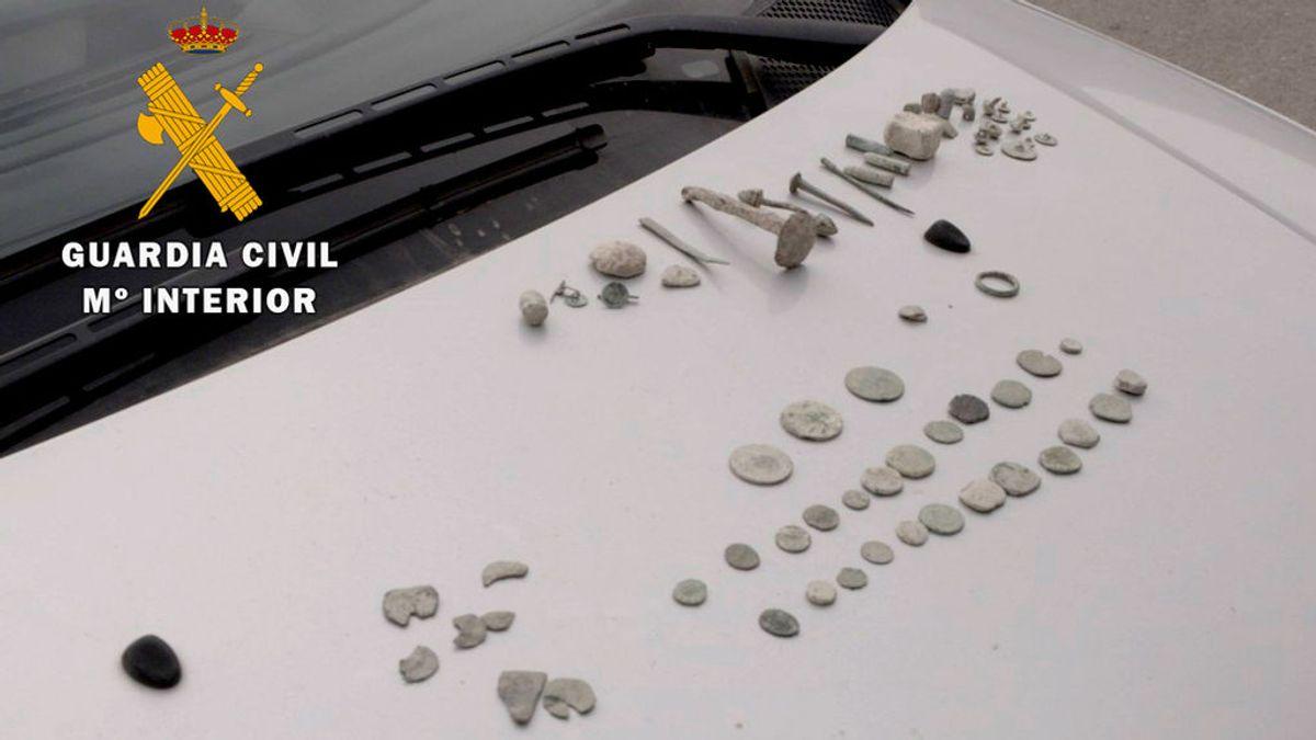 Investigados dos jóvenes por expoliar 68 piezas arqueológicas con un detector de metales en Córdoba