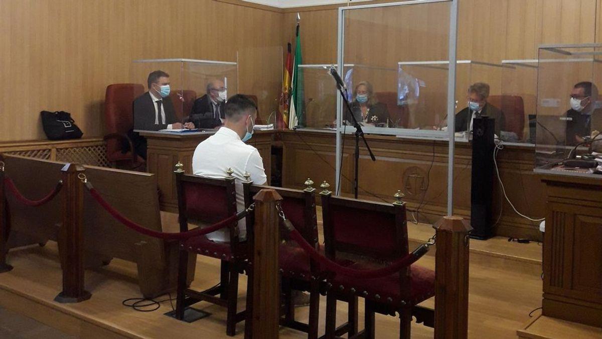 """El acusado de asestar 15 puñaladas a su ex en Granada pide perdón por la """"barbaridad"""" que cometió: """"No era yo"""""""
