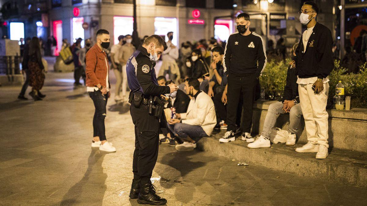 Un millar de multas por hacer botellón o no llevar mascarillas en Madrid durante las fiestas de San Isidro