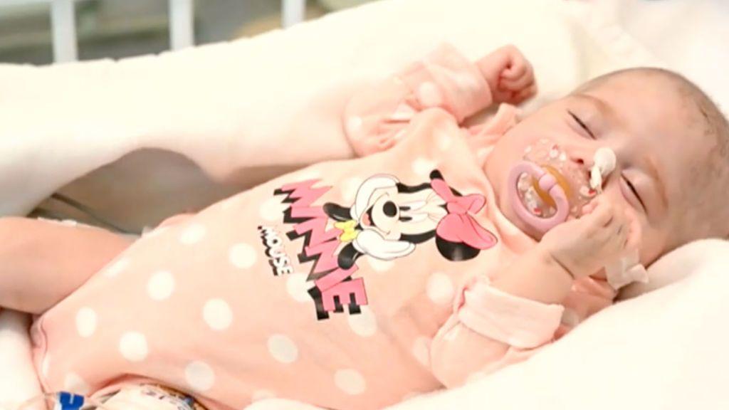 Naiara, la bebé de dos meses que ha recibido en Madrid un trasplante pionero en el mundo