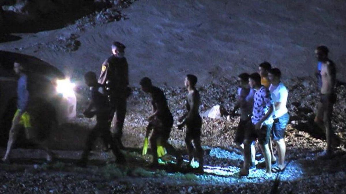 Más de 1.500 migrantes entran en Ceuta en una de las jornadas más críticas de los últimos años