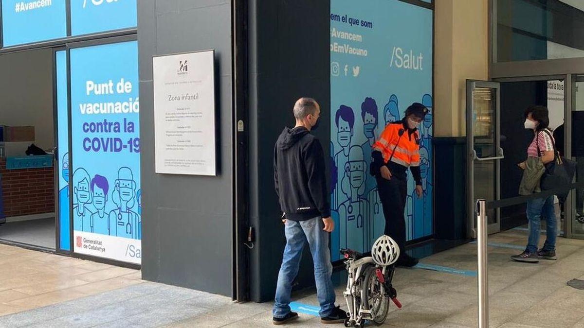 Cataluña instala un punto de vacunación contra la covid-19 en el centro comercial La Maquinista de Barcelona