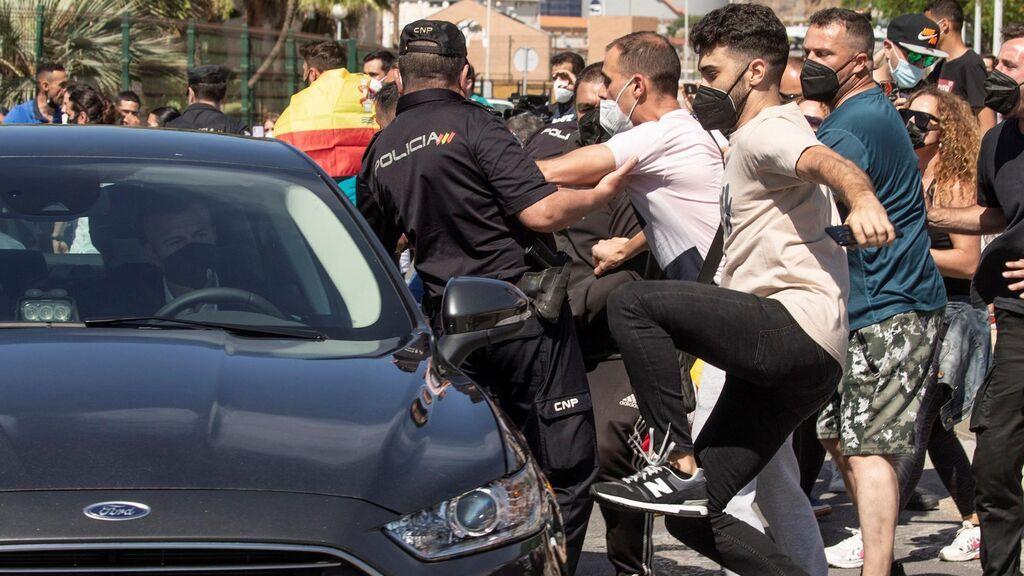 El presidente Pedro Sánchez recibido entre abucheos a su llegada a Ceuta