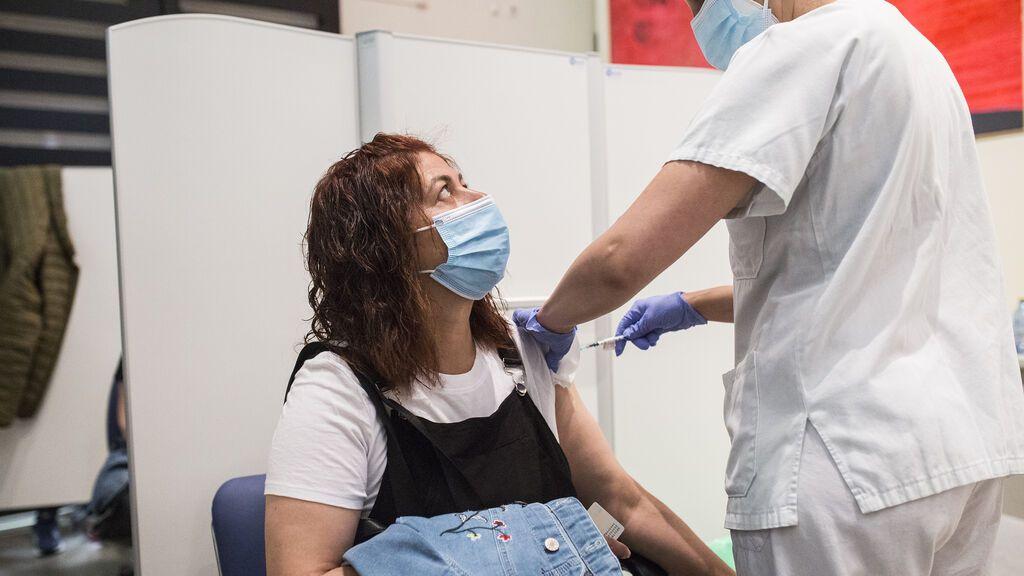 El estudio de Sanidad avala combinar Pfizer con AstraZeneca: es seguro y protege contra la covid
