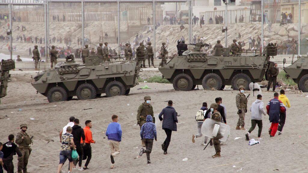 El Ejército toma las calles de Ceuta para controlar la llegada sin precedentes de inmigrantes