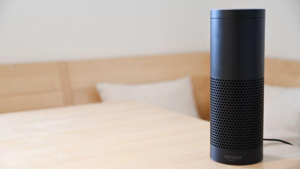 ¿En qué idiomas puedo hablarle a Siri, Cortana o Alexa?