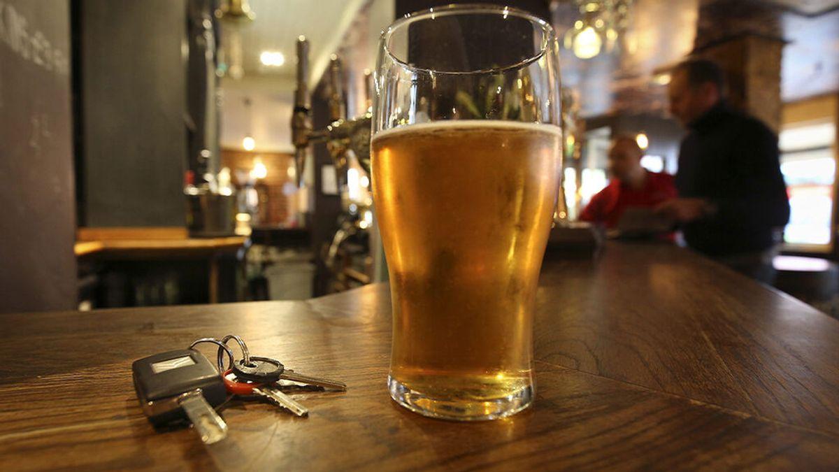 Si bebes, no conduzcas: un alcoholímetro en el coche para evitar multas y accidentes, ¿es legal?