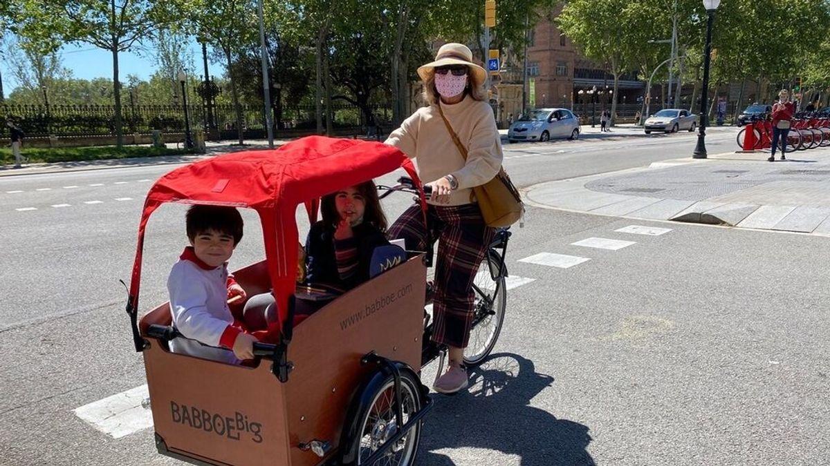 """Las bicis de carga crecen un 50% en Barcelona: """"Son prácticas para llevar a los niños al cole"""""""