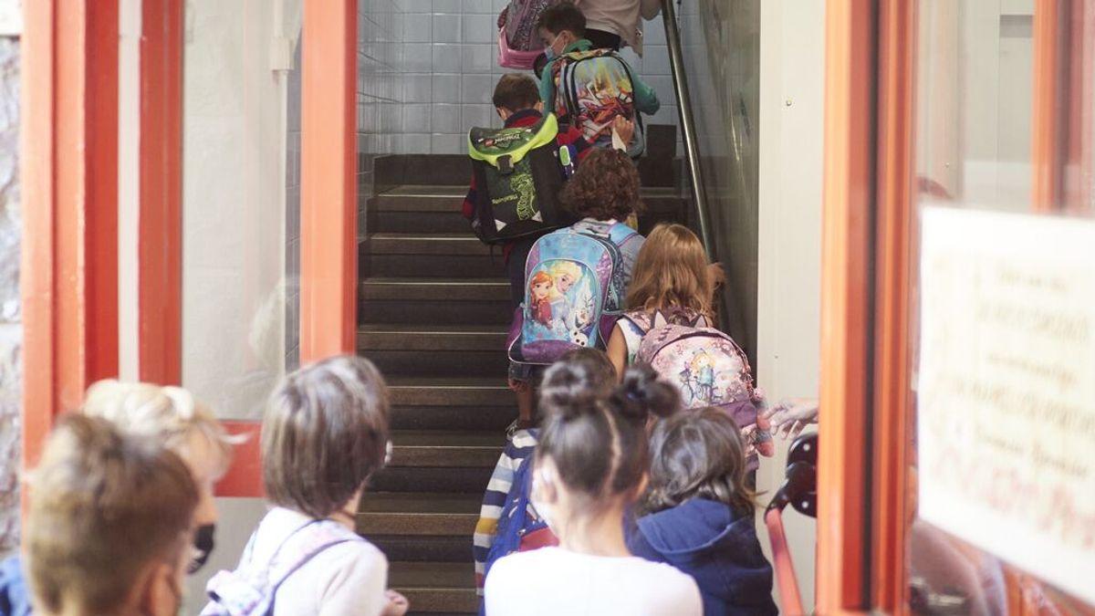 Alumnos resignados, padres contentos y profesores espectantes ante un próximo curso con mascarillas