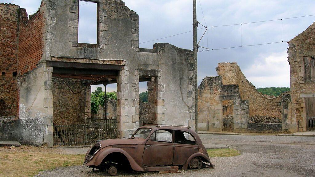 Car_in_Oradour-sur-Glane4