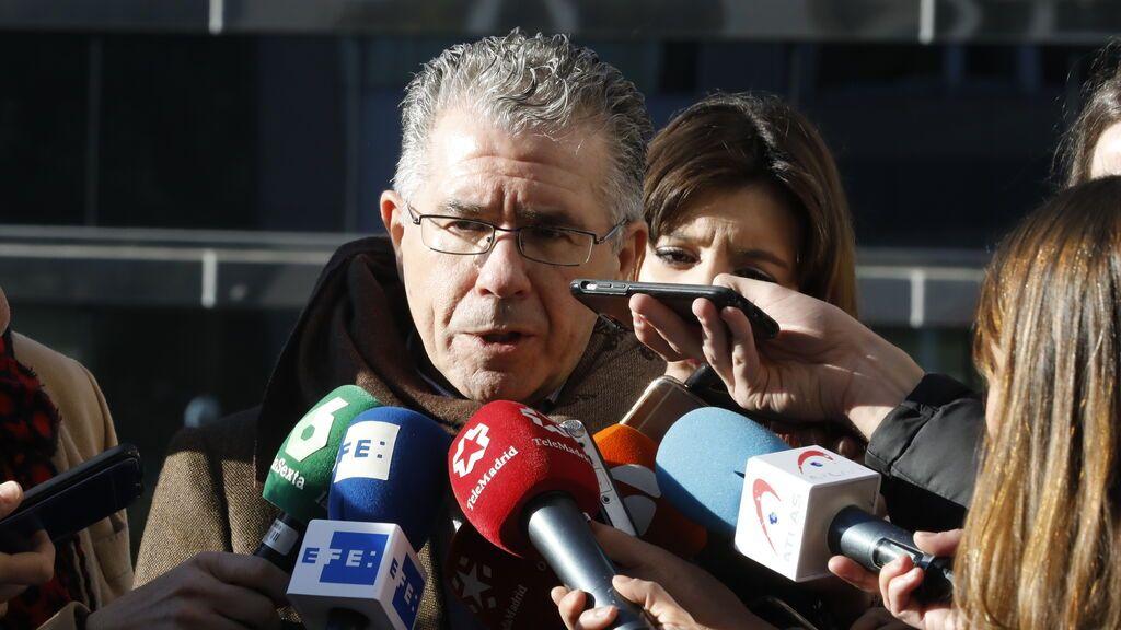 Francisco Granados, hablando a los medios en 2019