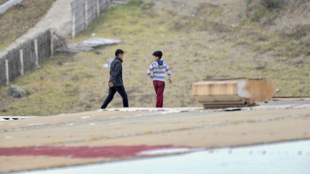 Dos menores se reencuentran con su madre española tras entrar en Ceuta en los últimos días