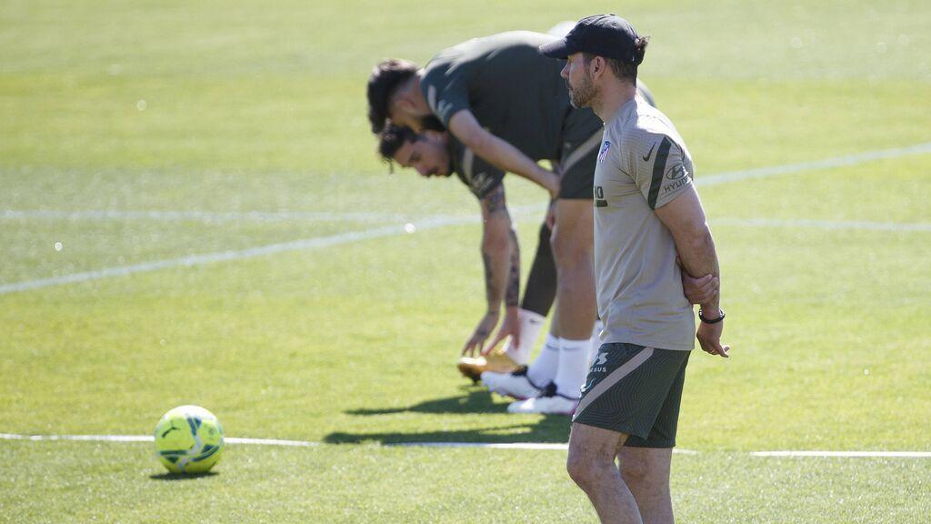 Simeone, entrenando al Atlético de Madrid.