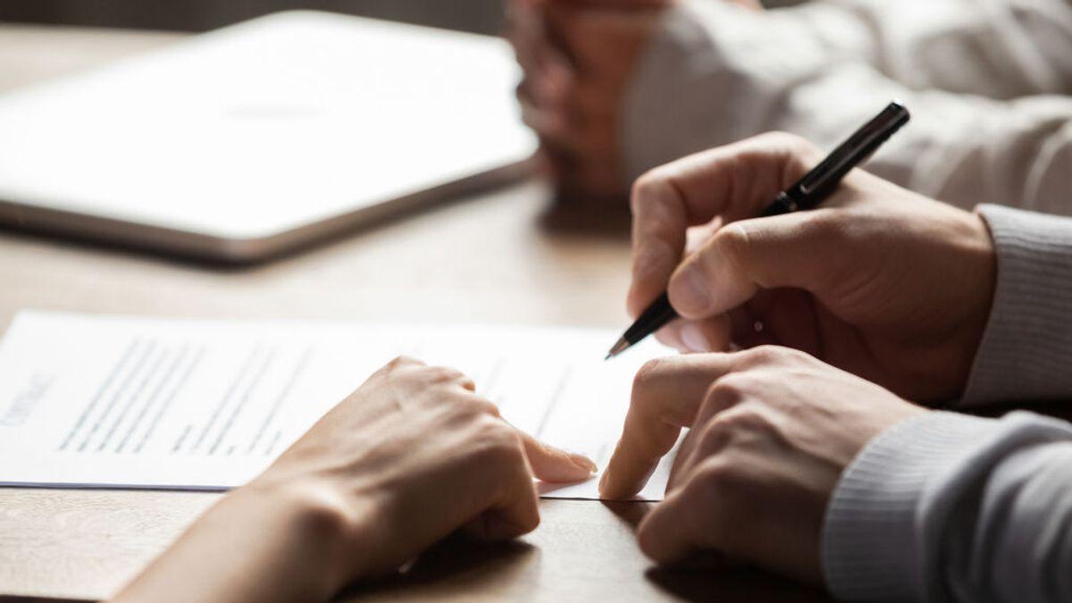 El consentimiento informado, el documento que tendrán que firmar los que elijan entre AstraZeneca o Pfizer