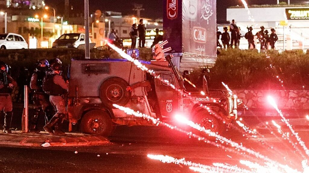 Nuevos bombardeos y cohetes mientras baja la tensión en las ciudades mixtas de Israel