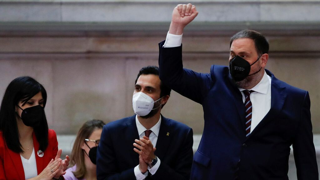 """""""Estoy contento"""", Oriol Junqueras llega al Parlament para arropar a Pere Aragonès en su investidura como President de la Generalitat"""