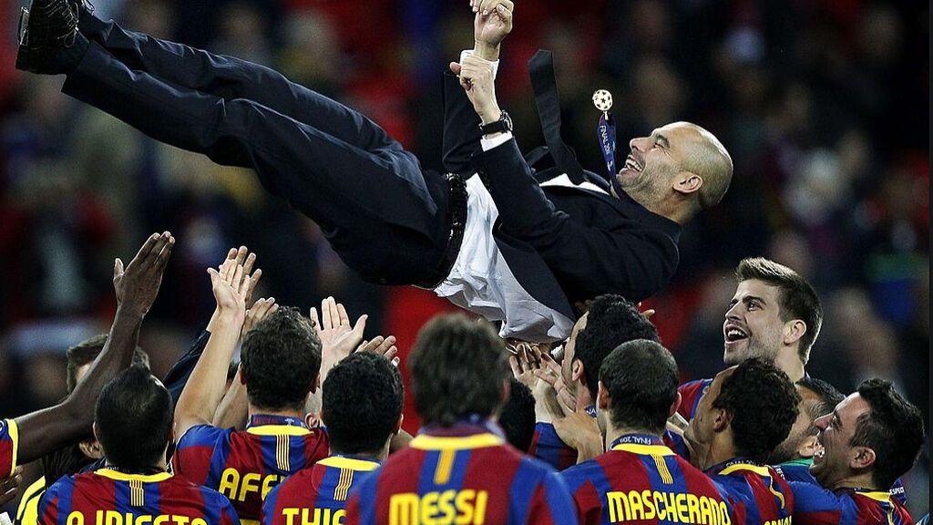 Guardiola celebrando la Champions 2011 con sus jugadores