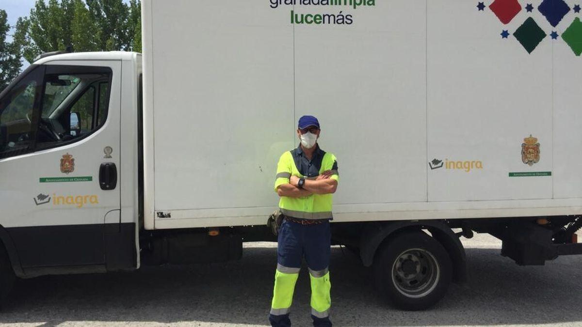 """Un basurero de Granada encuentra 9.000 euros en una bolsa de ropa usada: """"He visto de todo, pero dinero nunca"""""""