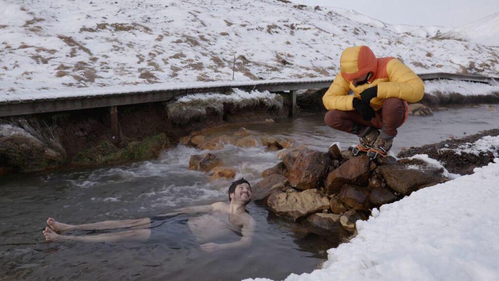 Willy se baña en aguas termales