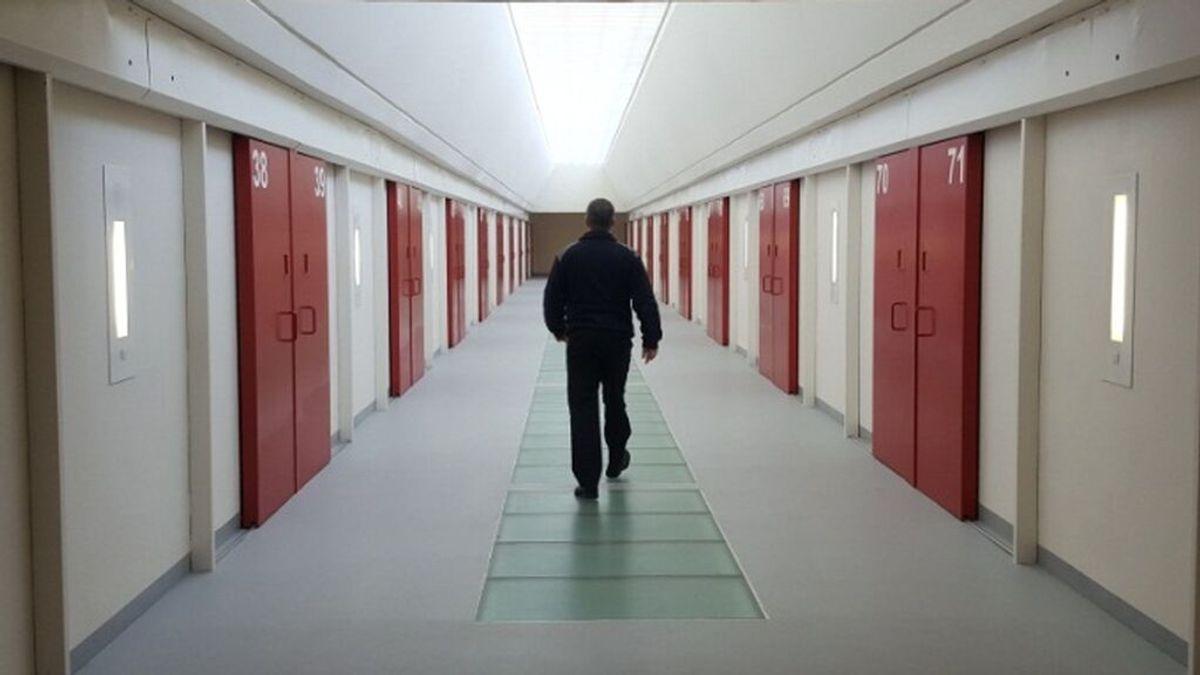 Cinco presos peligrosos campan a sus anchas por una galería de la cárcel de Murcia tras abrir las puertas de sus celdas