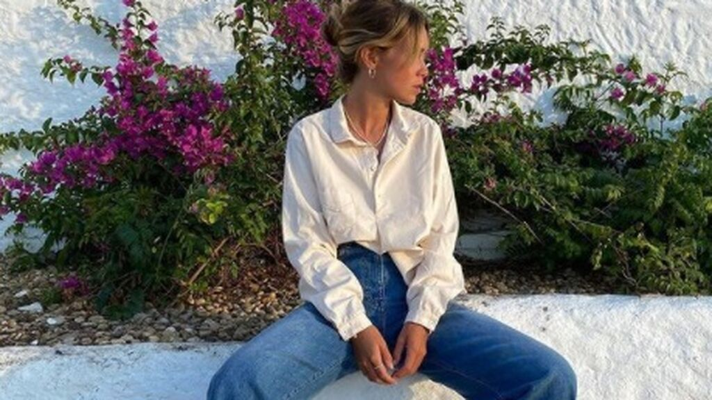 11 outfits con jeans 'cropped flare' para un look muy denim