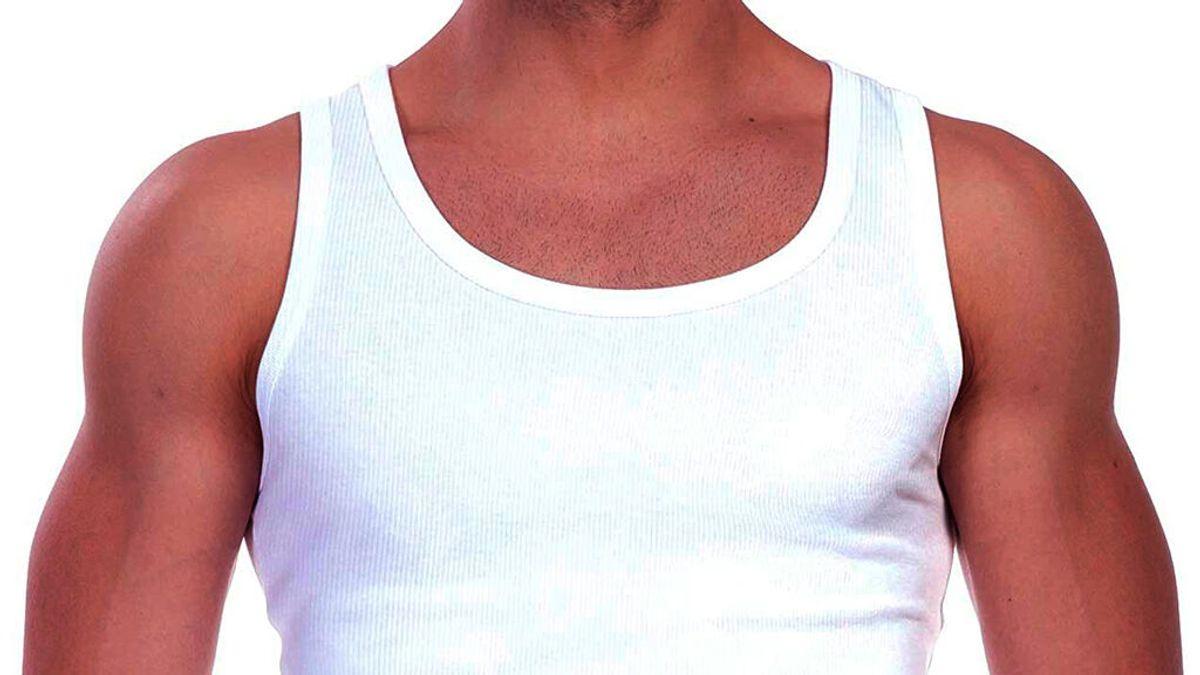 Hombre con camiseta de tirantes