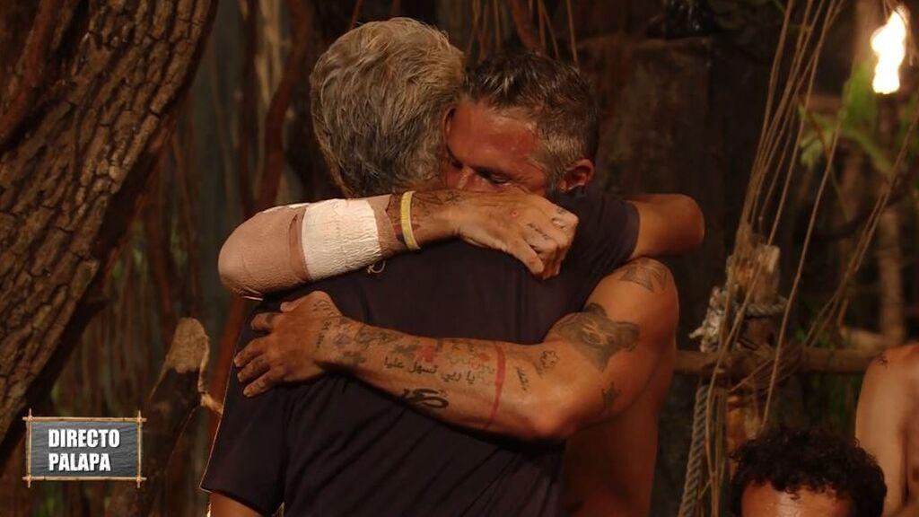 Las amargas lágrimas de Carlos Alba tras la eliminación de Agustín Bravo