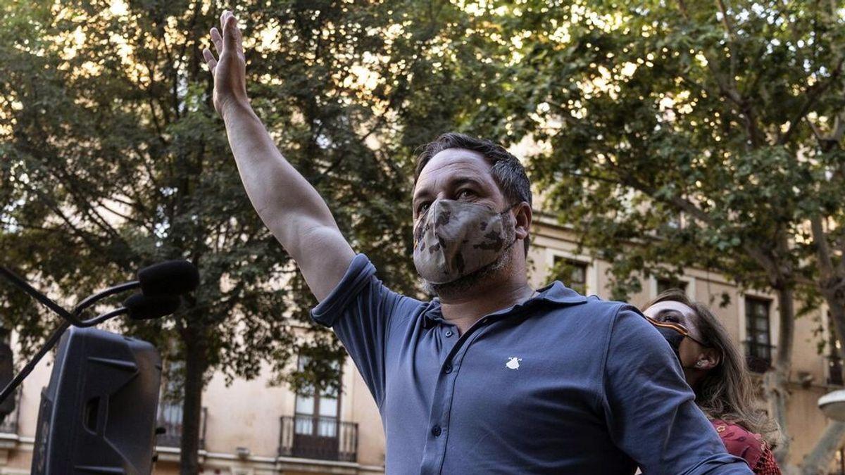 Abascal aumenta la presión sobre Moreno Bonilla y le monta una manifestación a las puertas de la Junta de Andalucía