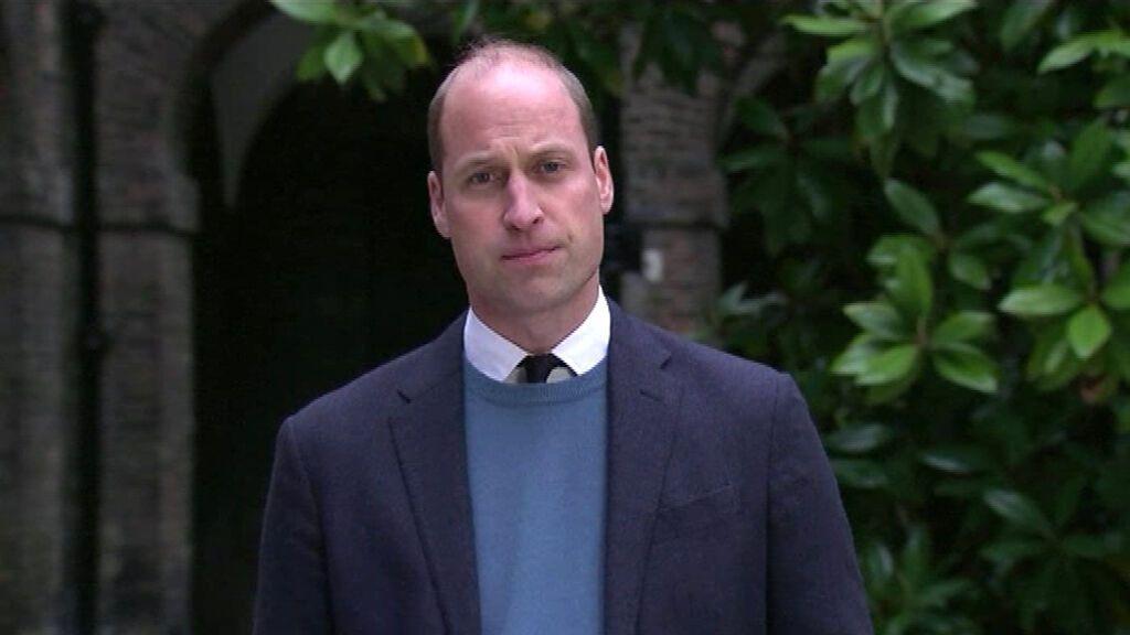 """El príncipe Guillermo acusa a la BBC de haber contribuido """"al miedo, a la paranoia y al aislamiento"""" de Lady Di"""