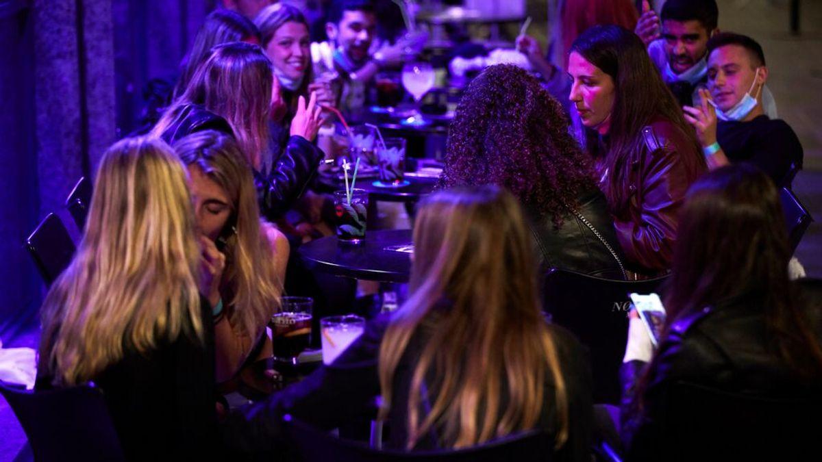 España relaja horarios para tomar la penúltima: del cierre a las 22:00 en el País Vasco a las 2:00 en Andalucía
