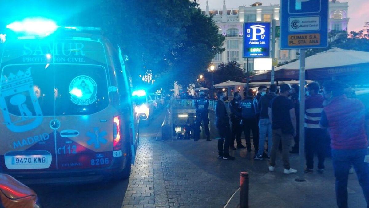 Muere un niño al sacar el cuerpo por la ventanilla y chocar contra un muro en un parking de Madrid