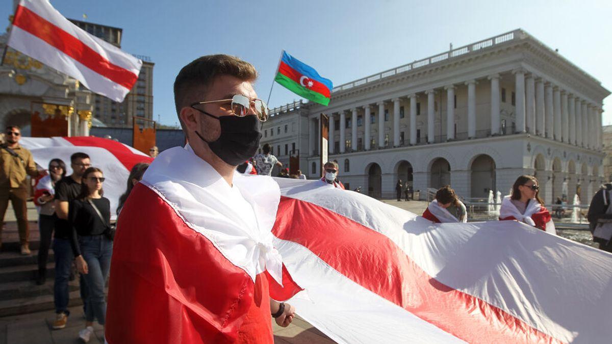 """La oposición bielorrusa acusa al Gobierno de """"secuestrar"""" un avión para detener a un periodista"""