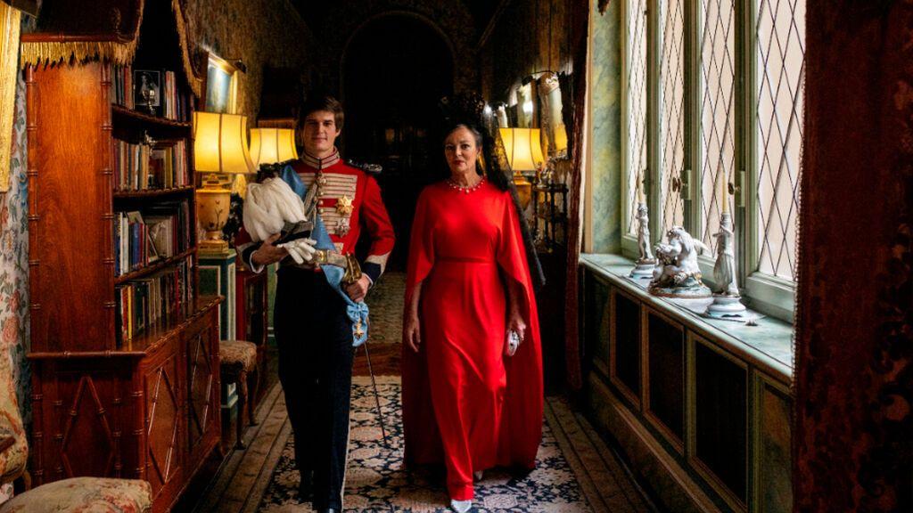 El conde de Osorno Carlos Fitz-James Stuart, acompañado por su madre Matilde Solís