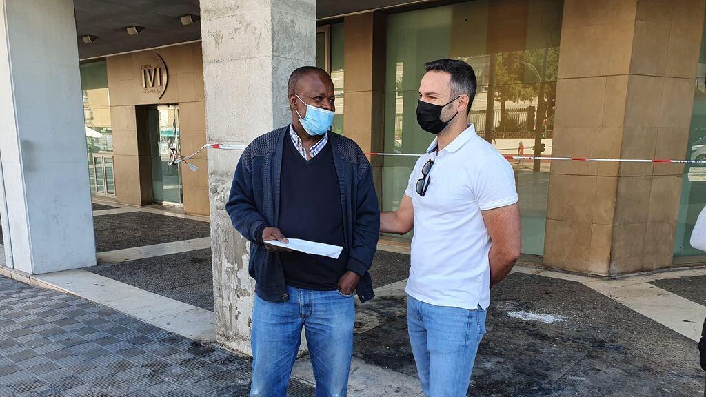Solidaridad con el senegalés al que quemaron su quisco en Sevilla